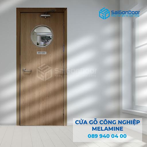 Cửa nhà vệ sinh fix kính làm từ gỗ công nghiệp